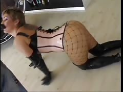 Horny mature slut in fishnets gets her ass licked Thumb