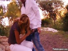 Outdoor porn with a fabulous young babe poked into her pussy Thumb