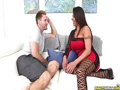 Great sex between Milf Hunter and horny as hell mommy Thumb