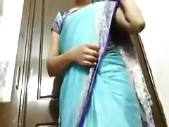 Indian Aunty showing her small boobs Thumb