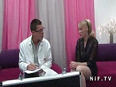 Sexy cougar hard analized by doctor SOS Sodomy Thumb