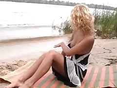 Nudist teen not shy about posing nude at the beach Thumb