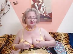 PAWG granny model on webcam knows how to do her job 69084 Thumb
