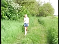 Dirty blonde housewife masturbate her pussy outdoor and after that she poos Thumb