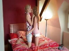 Kissing HD Very cute blonde kisses young amateur teen Thumb