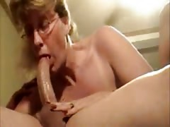Mature Wife Gives Deepthroat Blow Job Thumb