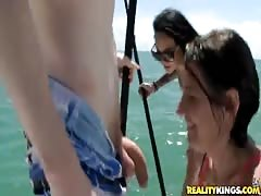 An awesome babe is giving a good blowjob in the sea Thumb