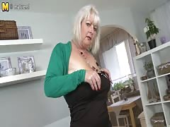 Chubby mature mother fucking and sucking Thumb