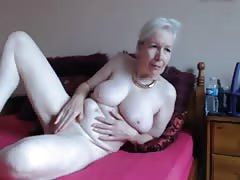 Granny masturbate infront of the cam Thumb